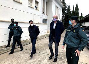 El subdelegado del Gobierno en Cuenca visita los cuarteles de la Guardia Civil de Iniesta, Villar de Domingo García y Belmonte