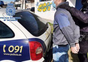 """La Policía Nacional detiene """"in fraganti"""" al autor de un robo con fuerza en dos establecimientos de Guadalajara"""