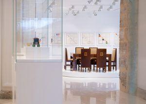 Page inaugura en la antigua iglesia de Santa Cruz la colección Roberto Polo en Cuenca