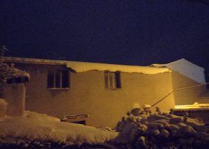 El Ayuntamiento de Cuenca aconseja no caminar por debajo de cornisas y tejados por la acumulación de nieve