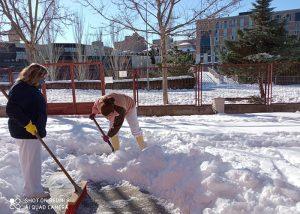El Ayuntamiento de Guadalajara centra su lucha contra la nieve y el hielo en el interior de los colegios..., aunque no habrá clase hasta el lunes