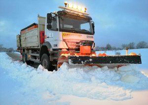 La Diputación de Cuenca ha movilizado 40 vehículos para limpiar de nieve que se acumula en la provincia