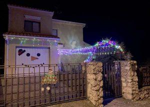 La familia Rajas-Pérez gana el primer concurso de fachadas y decoración navideña de Albalate