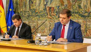La Junta facilita el pago de los tributos mediante giro postal tras un acuerdo con Correos