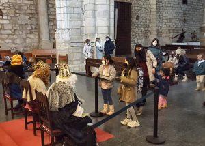 Melchor, Gaspar y Baltasar han despedido hoy la Navidad parejana en la Misa de Reyes