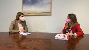 Carolina Agudo mantiene un encuentro con la portavoz del grupo popular en la Diputación de Cuenca, Clara Plaza