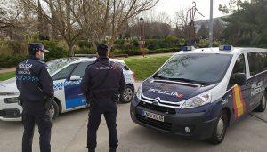 La Policía Nacional y la Policía Local de Guadalajara salvan la vida de una mujer que sufrió un infarto mientras conducía