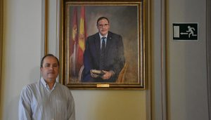 El cuadro de Benjamín Prieto pintado por José María Albareda ya está colgado en las paredes del Palacio Provincial