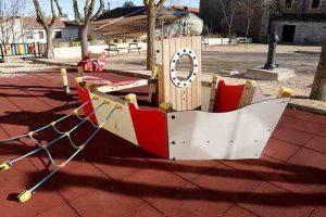 Fuentenovilla renueva sus parques infantiles