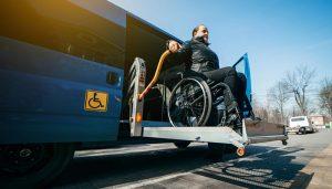 La Junta destina más de 2,5 millones de euros en ayudas al transporte de personas con discapacidad y de jóvenes