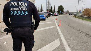 La Policía Local de Guadalajara sanciona a diez establecimientos e impone catorce denuncias por la celebración de fiestas en domicilios