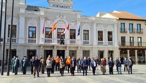 Minuto de silencio en la Plaza Mayor de Guadalajara en memoria de las víctimas del terrorismo