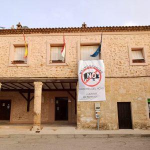 Barchín del Hoyo en Cuenca se llena con pancartas para frenar la macrogranja porcina proyectada