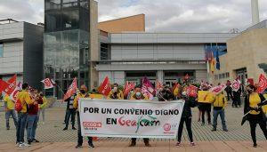 """CCOO y UGT en Geacam se concentran ante la consejería de Desarrollo Sostenible para exigir """"un convenio digno"""""""