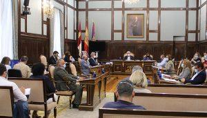 El Grupo Popular consigue sacar adelante su propuesta contra los peajes y reprocha a Vega que apoye la subida de impuestos del Gobierno
