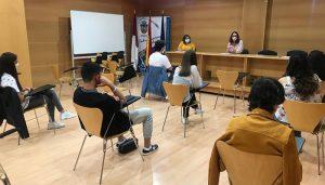 """Simón se reúne con participantes del Foro Joven para """"tener en cuenta sus opiniones"""" en los futuros proyectos municipales de dinamización juvenil"""
