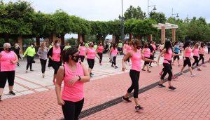 Despliegue de ritmos en la Clase Abierta de Zumba de la Plaza del Pueblo de Cabanillas