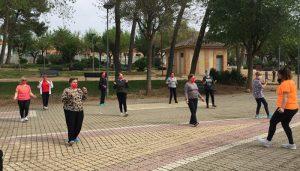 El Gobierno regional inicia el programa 'Hábitos saludables al aire libre' para las y los usuarios de los centros de mayores