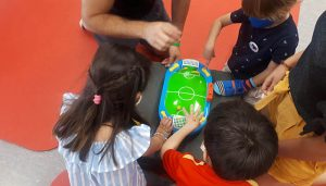Investigadores de la UCLM prueban en un campamento de verano un tratamiento pionero en niños con hemiparesia