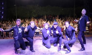 B-Vocal llena la Plaza del Pueblo y entusiasma en Cabanillas