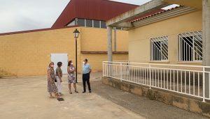 El Gobierno regional acometerá el arreglo del patio del colegio público de Casas de Haro