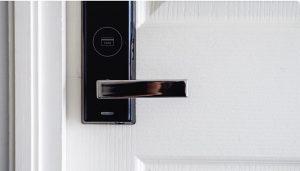 Los cerrajeros profesionales y el hormigón impreso con pavireal.es son dos soluciones útiles para mejorar los espacios
