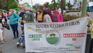Los vecinos de Gascueña y Tinajas respaldan con su presencia la charla informativa contra las macrogranjas