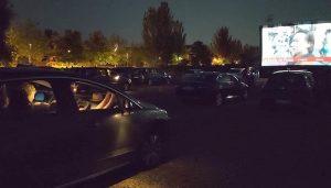 Noche de autocine en la calle Valdemoma de Cabanillas