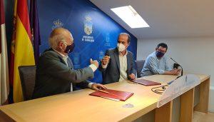 El alcalde de Guadalajara firma un convenio de 25.000 euros con Guadabasket para fomentar la práctica del baloncesto y el deporte femenino