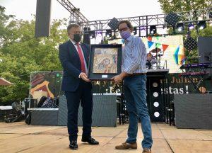 """Fran Martínez ofrece un """"apetitoso"""" pregón repleto de referencias culinarias, recuerdos de las fiestas de San Julián y orgullo conquense"""