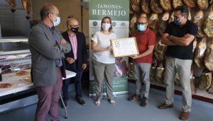 Jamones Bermejo recibe el galardón Selección Plata obtenido en la última edición de los Premios Gran Selección