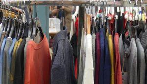 La patronal conquense indica que bajan los precios en julio por el esfuerzo de los comerciantes de vestido y calzado
