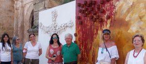 Los vecinos de Tendilla arropan la inauguración oficial de la exposición al aire libre de Antonio Grediaga 'Kieff'