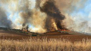 Ocho medios y 28 personas luchan contra el fuego en Fuentelespino de Haro