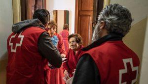 El arte y la música se unen para homenajear la fortaleza de los mayores y la entrega de las personas voluntarias de Cruz Roja Cuenca que les atendieron durante la pandemia