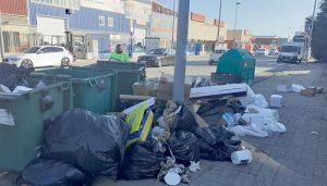 El Ayuntamiento de Cabanilllas recurre a detectives para averiguar quién llena de residuos las calles y avisa que habrá consecuencias