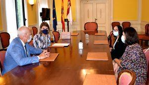 El subdelegado del Gobierno en Cuenca recibe la visita institucional de la cónsul de Rumanía para Castilla-La Mancha