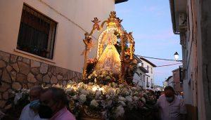 Emocionante procesión vespertina de Virgen de la Luz en Almonacid de Zorita