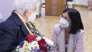 """La ministra de Sanidad agradece a Araceli Hidalgo su papel """"referente"""" y su valentía en la Campaña de Vacunación de nuestro país"""