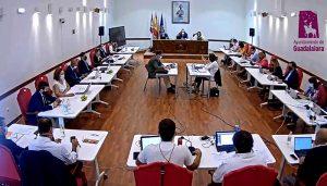 El pleno del Ayuntamiento de Guadalajara aprueba una declaración institucional de apoyo a los vecinos y vecinas de La Palma