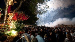 La procesión y los correpiés en honor al Santísimo Cristo del Calvario de Mondéjar son Fiesta de Interés Turístico Regional