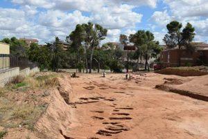 Las obras en el nuevo campus de la Universidad de Alcalá en Guadalajara ponen al descubierto un cementerio tardomedieval y restos de la antigua muralla andalusí de la ciudad